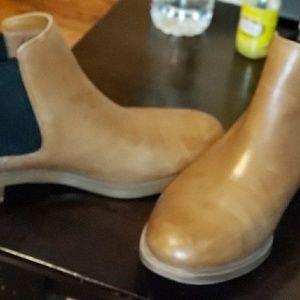 Clark  Taylor Shine Chelsea Boots